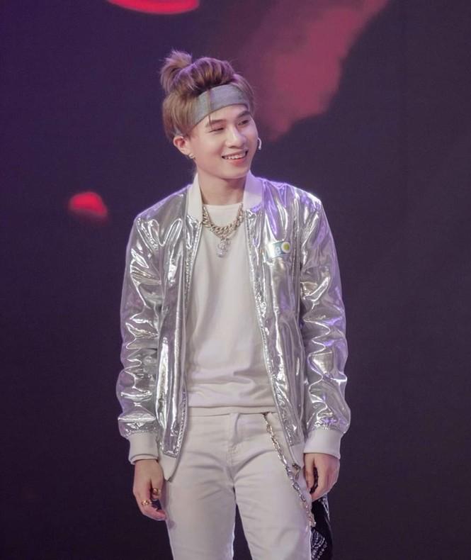 Nam thần tuổi Sửu: Trong vòng một năm Jack lên đời phong cách thời trang như idol Hàn - ảnh 2