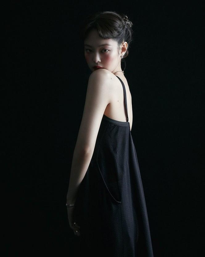 Jennie (BLACKPINK) debut làm biên tập viên thời trang của VOGUE Hàn, tự sản xuất bộ ảnh cho chính mình? - ảnh 2