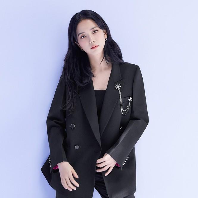 Jisoo (BLACKPINK) thay thế Seohyun (SNSD), trở thành nàng thơ mới của thương hiệu thời trang - ảnh 1