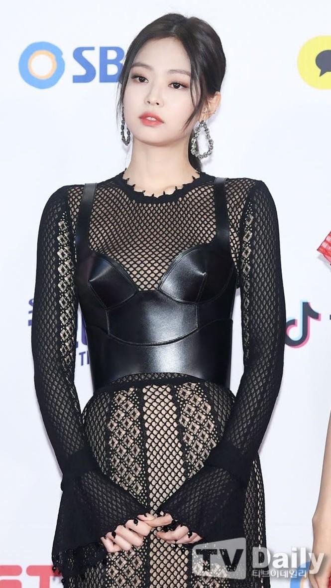 BLACKPINK được khen diện trang phục nội y đẹp nhất K-Pop nhưng chỉ có 3 thành viên được nhắc đến? - ảnh 1