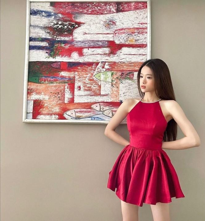 Thiều Bảo Trâm, Doãn Hải My, Hoa hậu H'Hen Niê cùng dàn sao Việt diện tông màu đỏ rực trong tuần đầu tiên của năm mới  - ảnh 6
