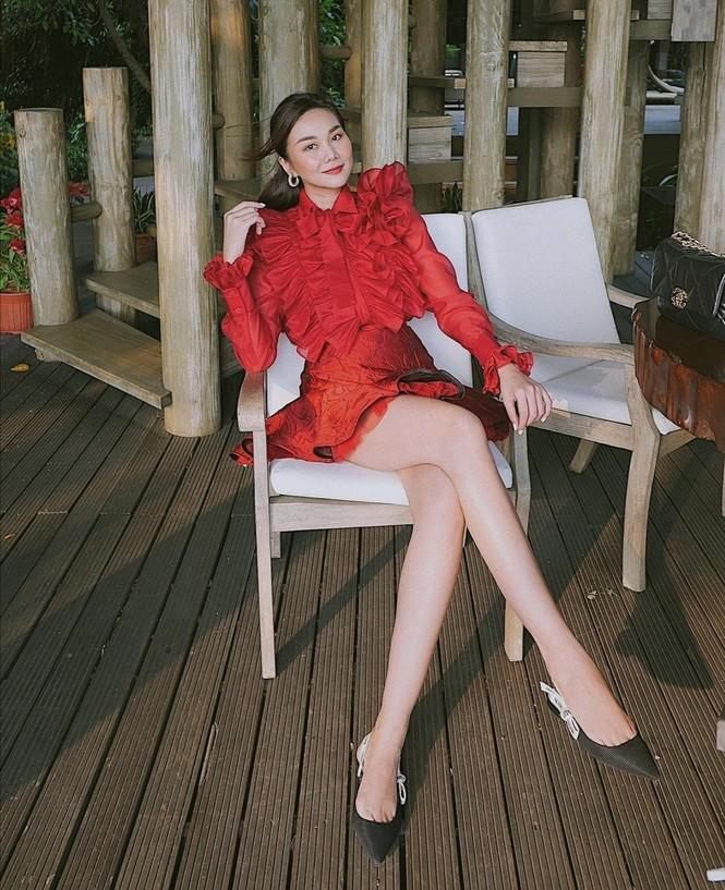 Thiều Bảo Trâm, Doãn Hải My, Hoa hậu H'Hen Niê cùng dàn sao Việt diện tông màu đỏ rực trong tuần đầu tiên của năm mới  - ảnh 1