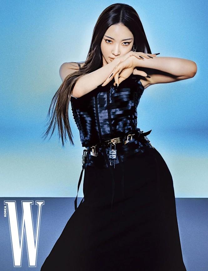 Đụng hàng đồ Givenchy với các đàn chị đình đám, aespa bị chê làm đại sứ thương hiệu mà khí chất thua xa - ảnh 1