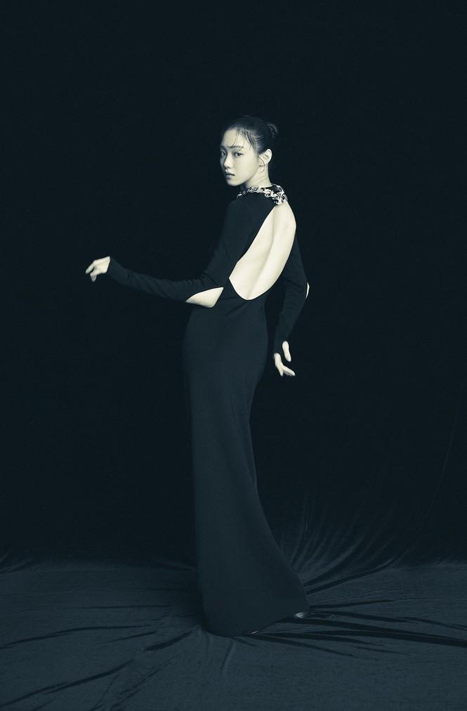 Đụng hàng đồ Givenchy với các đàn chị đình đám, aespa bị chê làm đại sứ thương hiệu mà khí chất thua xa - ảnh 5