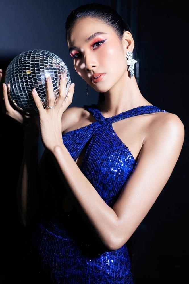 """Á hậu Ngọc Thảo cách ly vẫn """"biến hình"""" chóng mặt, lúc giản dị lúc như đi diễn thời trang - ảnh 4"""