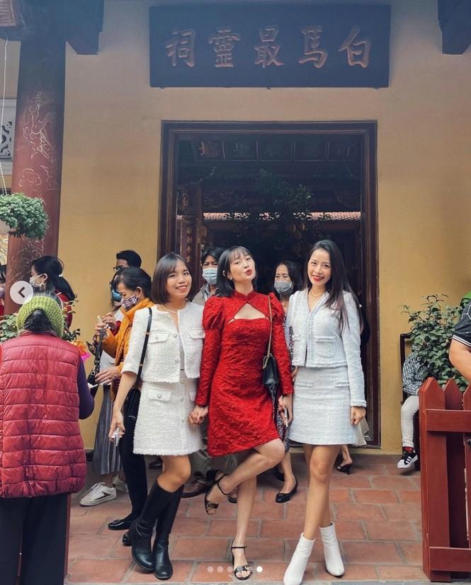 Muôn hình vạn trạng trang phục đi lễ chùa của sao Việt - ảnh 1