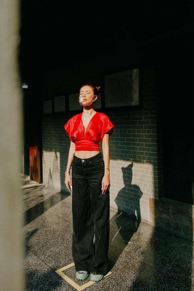 Muôn hình vạn trạng trang phục đi lễ chùa của sao Việt - ảnh 2