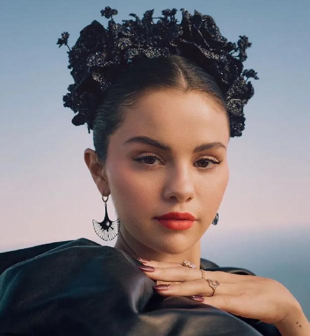 """Selena Gomez kể chuyện về tình yêu tuổi trẻ của thiếu nữ người Mexico trong """"Revelacíon"""" - ảnh 4"""