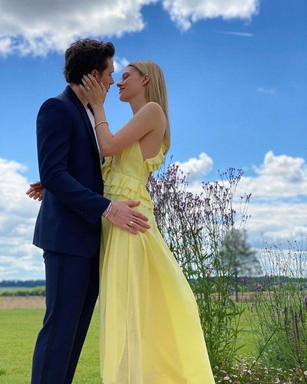David & Victoria Beckham sẽ mua nhà cho Brooklyn và con dâu tương lai để làm quà cưới - ảnh 1