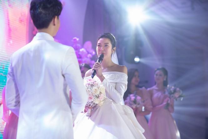 Đám cưới Á hậu Thúy Vân: Những khoảnh khắc đẹp của đôi trai tài gái sắc - ảnh 11