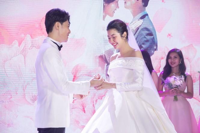 Đám cưới Á hậu Thúy Vân: Những khoảnh khắc đẹp của đôi trai tài gái sắc - ảnh 12