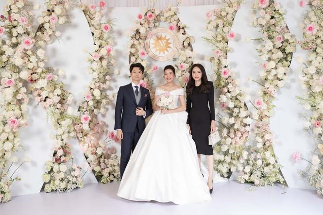 Đám cưới Á hậu Thúy Vân: Những khoảnh khắc đẹp của đôi trai tài gái sắc - ảnh 7