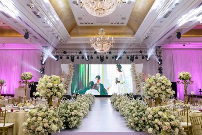 Đám cưới Á hậu Thúy Vân: Những khoảnh khắc đẹp của đôi trai tài gái sắc - ảnh 1