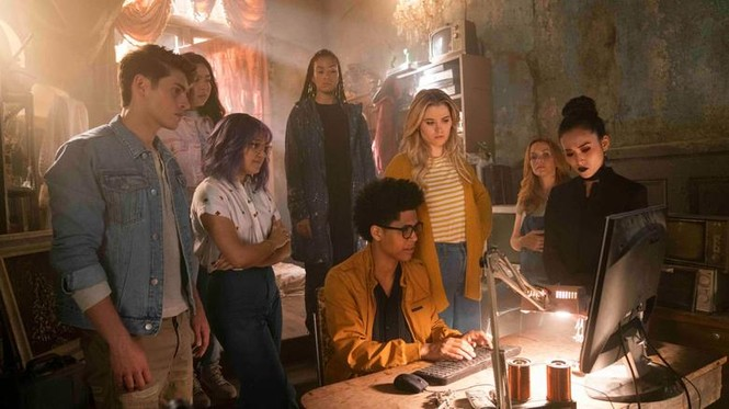 """Trong khi chờ """"Black Widow"""", làm quen với đội siêu anh hùng teen Runaways của Marvel - ảnh 1"""