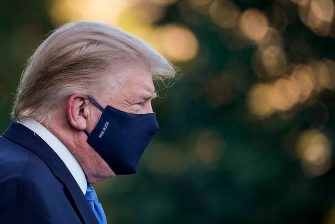 """Chris Evans phẫn nộ trước thông điệp kêu gọi """"đừng sợ COVID"""" của Tổng thống Donald Trump - ảnh 1"""