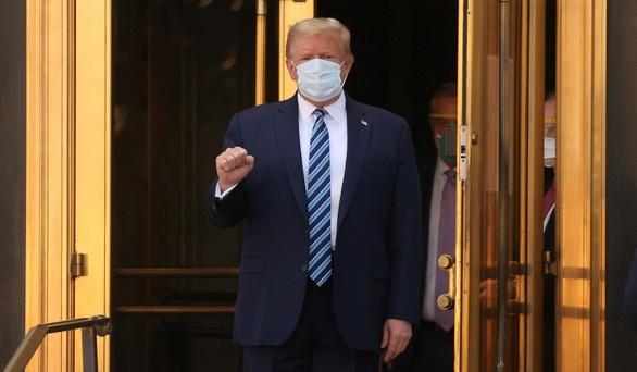 """Chris Evans phẫn nộ trước thông điệp kêu gọi """"đừng sợ COVID"""" của Tổng thống Donald Trump - ảnh 2"""