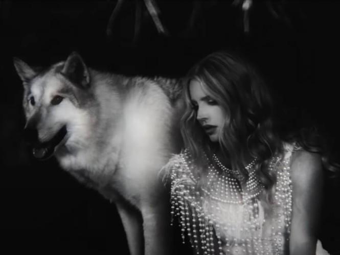 """Hãy đội mũ bảo hiểm khi xem MV mới của Lana Del Rey: Bẻ lái cực gắt khiến bạn """"hết hồn"""" - ảnh 1"""