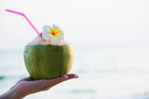Những công dụng không ngờ của nước dừa mà bạn chưa