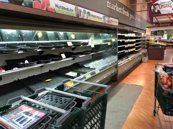 Một phụ nữ cố tình ho vào kệ thực phẩm, siêu thị phải tiêu hủy toàn bộ mặt hàng - ảnh 4