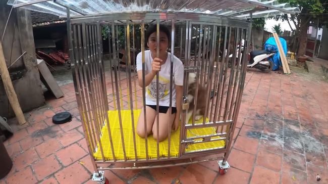 Con trai bà Tân Vlog gây xôn xao mạng xã hội vì hành động nhốt em gái vào cũi chó - ảnh 4