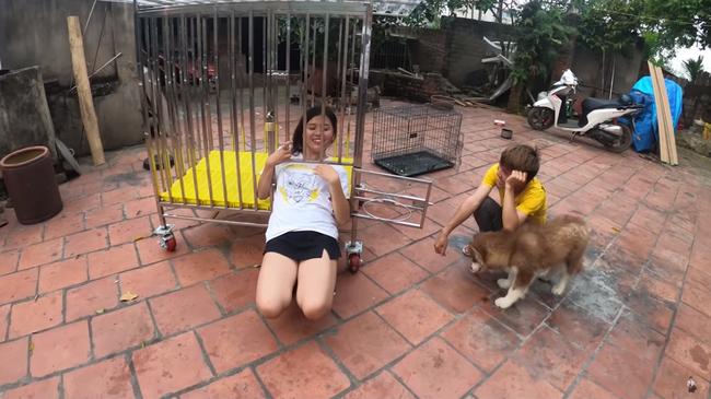 Con trai bà Tân Vlog gây xôn xao mạng xã hội vì hành động nhốt em gái vào cũi chó - ảnh 5