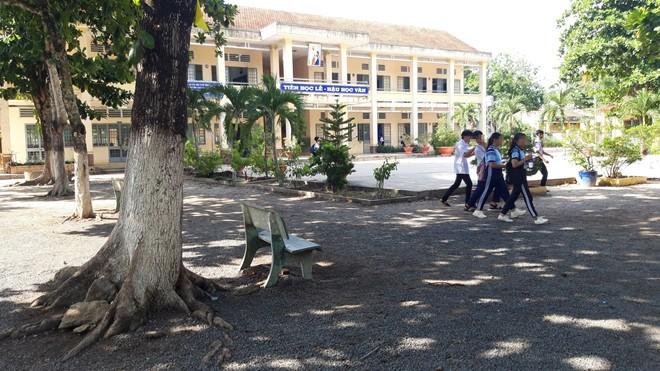 Tây Ninh: Thầy giáo dạy Sinh học bị tố dâm ô các nam sinh trong nhiều tháng liền - ảnh 1