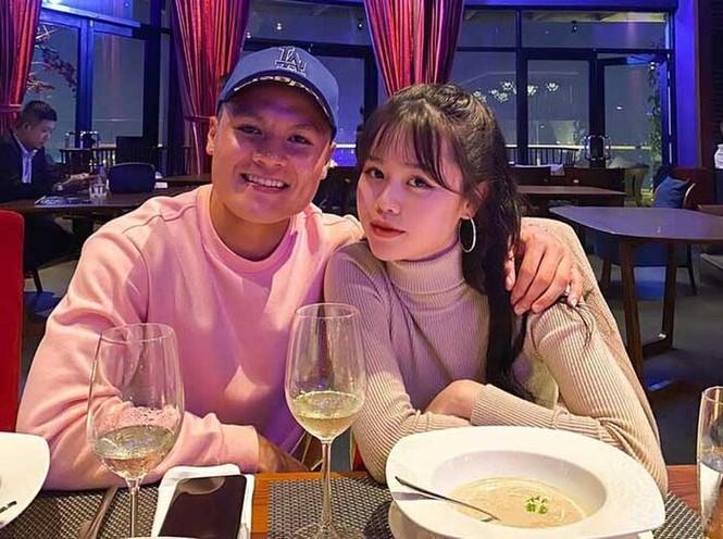 Bạn gái Quang Hải đăng story ngầm