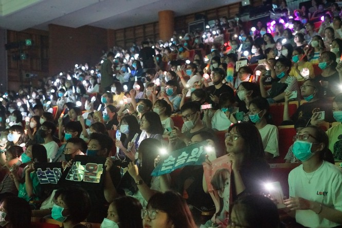 Dream Concert 2020: Các tín đồ Kpop gặp thần tượng qua màn hình điện thoại, máy tính - ảnh 1
