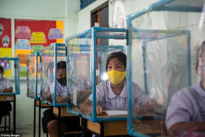 Đến trường an toàn: Học sinh Thái Lan học và chơi trong buồng giãn cách xã hội - ảnh 4