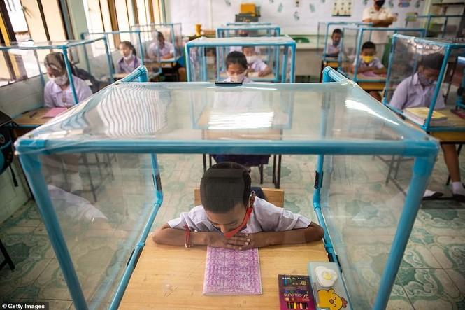 Đến trường an toàn: Học sinh Thái Lan học và chơi trong buồng giãn cách xã hội - ảnh 6
