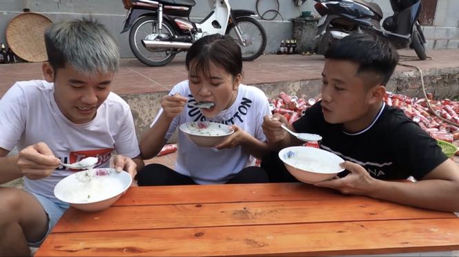 Sở Thông tin và Truyền thông Bắc Giang vào cuộc vụ Hưng Vlog nấu cháo gà còn nguyên lông - ảnh 3