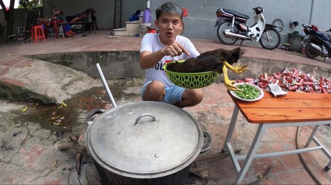 Sở Thông tin và Truyền thông Bắc Giang vào cuộc vụ Hưng Vlog nấu cháo gà còn nguyên lông - ảnh 1
