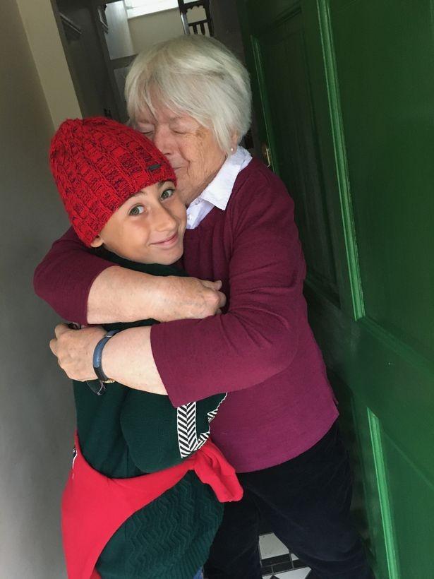 Ý: Cậu bé 11 tuổi đi bộ 1.700 dặm trong 93 ngày để được gặp bà ngoại của mình - ảnh 2