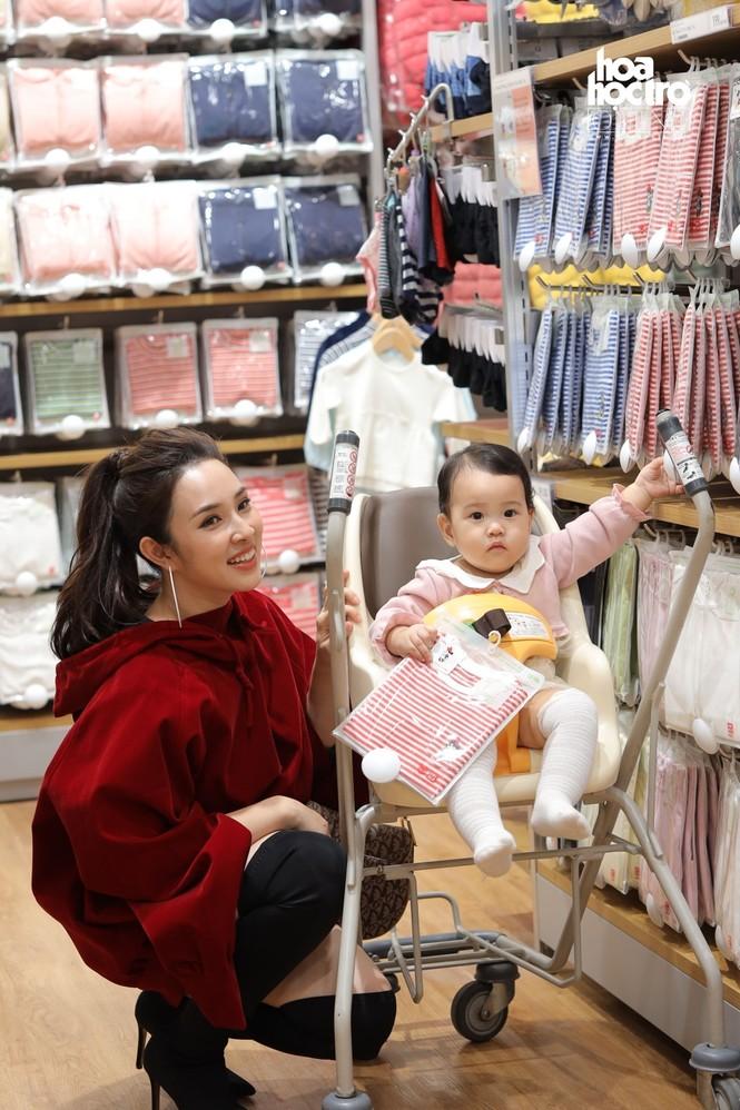 Hà Nội: Gia đình diễn viên Mạnh Trường cùng loạt KOLs nô nức mua sắm ở sự kiện thời trang - ảnh 3