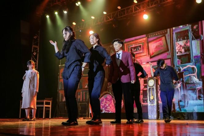 English Performance: Lạc vào giữa 2 thế giới thực ảo với vở nhạc kịch Reverie the Musical - ảnh 4