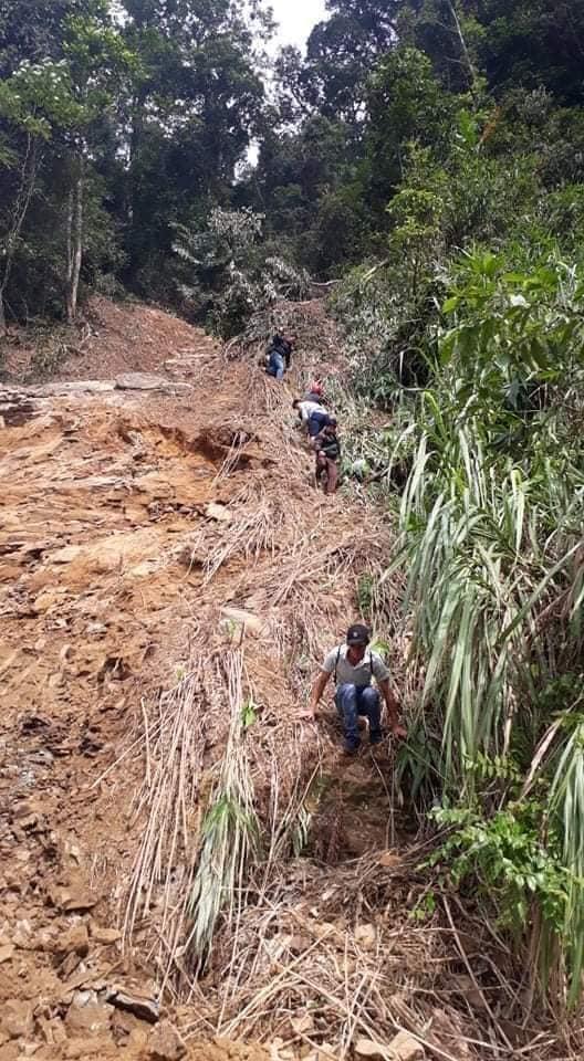 Trường học ở Quảng Trị ngập trong bùn đất dày 1m, học sinh không thể đến trường gần 3 tuần - ảnh 5