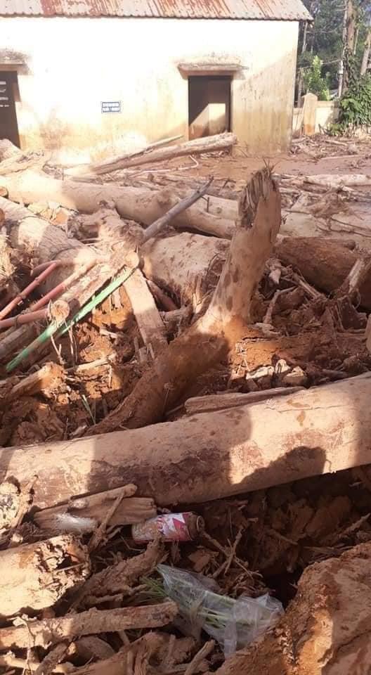 Trường học ở Quảng Trị ngập trong bùn đất dày 1m, học sinh không thể đến trường gần 3 tuần - ảnh 6