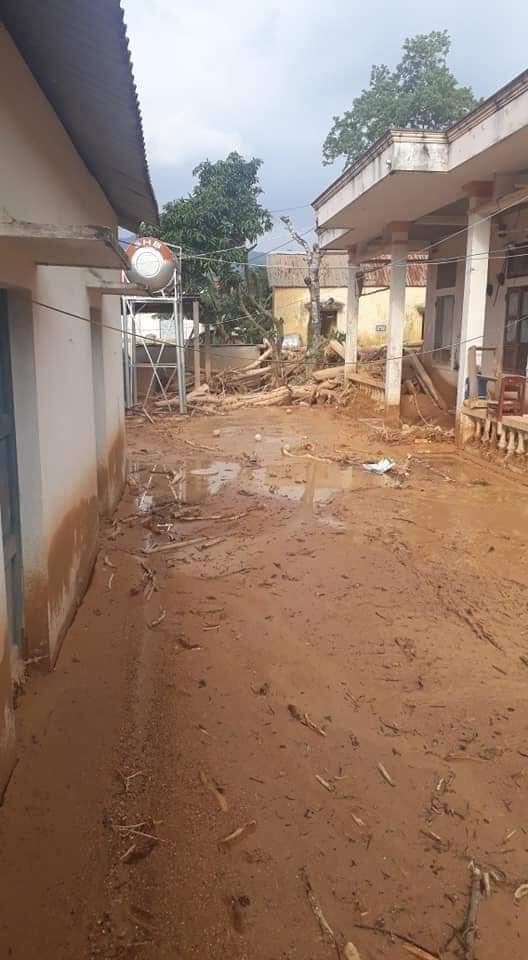 Trường học ở Quảng Trị ngập trong bùn đất dày 1m, học sinh không thể đến trường gần 3 tuần - ảnh 7