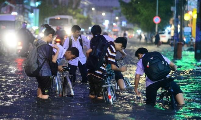 Học sinh tỉnh Thừa Thiên - Huế sẽ nghỉ học tránh bão số 9 từ chiều nay 27/10 - ảnh 1