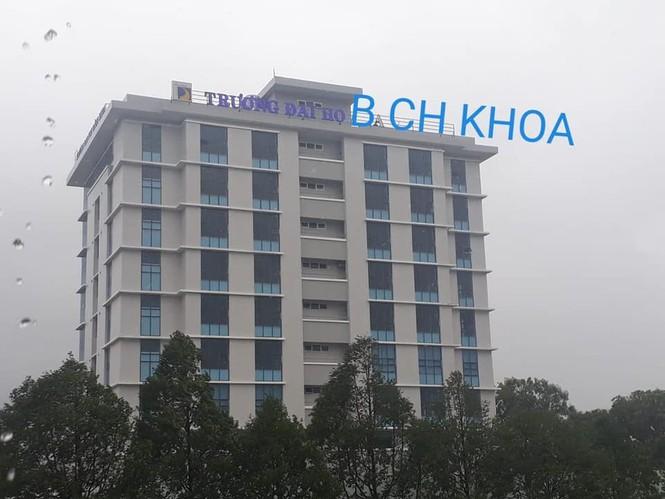 Bảng tên trường Đại học bị bão cuốn bay, sinh viên Đà Nẵng nhờ cộng đồng mạng tìm hộ - ảnh 4