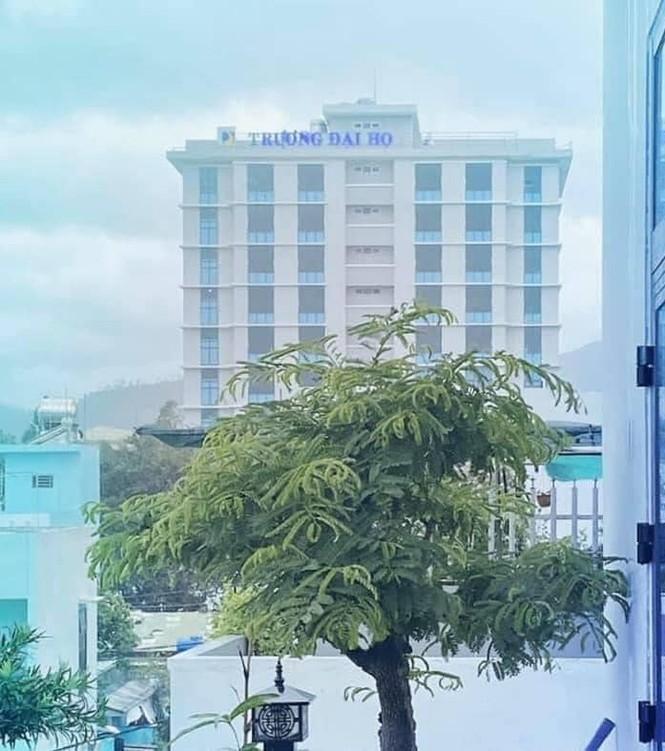 Bảng tên trường Đại học bị bão cuốn bay, sinh viên Đà Nẵng nhờ cộng đồng mạng tìm hộ - ảnh 3