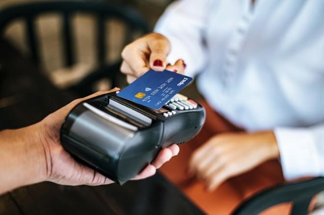 4 lý do bạn nên chuyển ngay việc dùng tiền mặt sang thanh toán bằng thẻ - ảnh 2