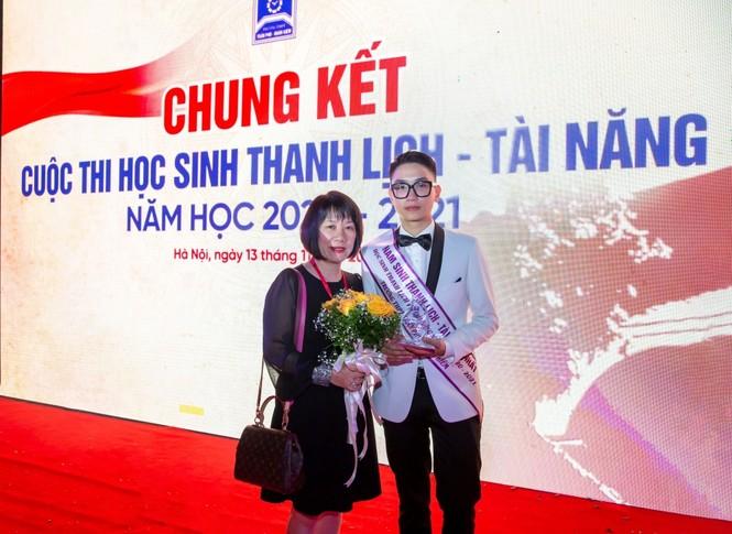 Cậu bạn điển trai Việt Hoàng đạt giải Nhất