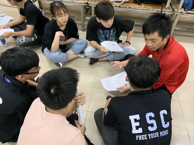 Sinh viên Đại học Sư phạm Kĩ thuật TP.HCM cùng nhau nâng cao kỹ năng tiếng Anh giao tiếp - ảnh 1