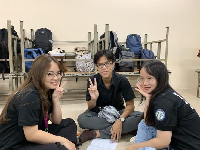 Sinh viên Đại học Sư phạm Kĩ thuật TP.HCM cùng nhau nâng cao kỹ năng tiếng Anh giao tiếp - ảnh 2