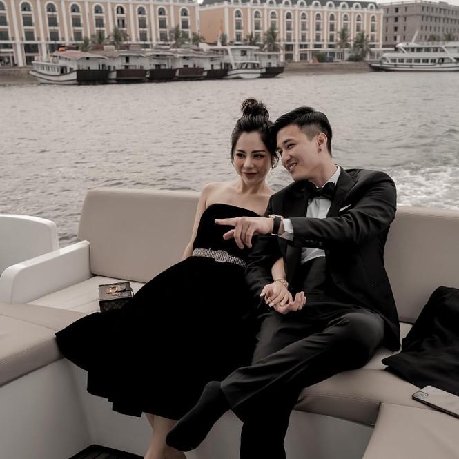 Diễn viên Huỳnh Anh khoe ảnh bên bạn gái mới nhưng dân mạng lại chú ý vào chi tiết này - ảnh 1
