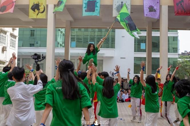 """Thầy và trò trường THPT Chuyên Sư Phạm """"cháy"""" hết mình trong sự kiện Flashmob Day - ảnh 1"""