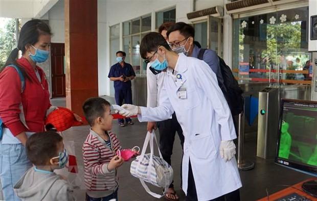 Bản tin COVID-19: Thêm 2 bệnh nhân lây nhiễm cộng đồng, hàng ngàn học sinh nghỉ học - ảnh 2