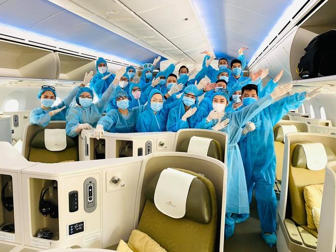 Hàng loạt tiếp viên của Vietnam Airlines đăng hashtag xin lỗi, mong được đối xử văn minh - ảnh 9