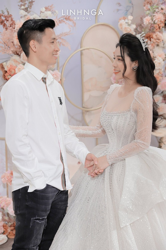Khánh Linh diện váy cưới làm từ 30K viên đá Swarovski do chính Bùi Tiến Dũng lên ý tưởng - ảnh 3